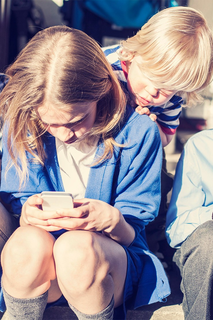 Should I let my child play with an iPad or smartphone?