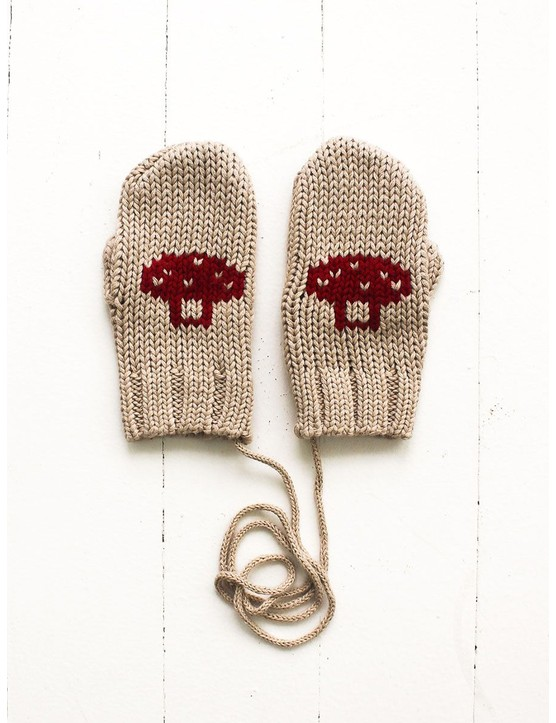 fin-and-vince-mittens-in-toadstool-4-scandi_mini