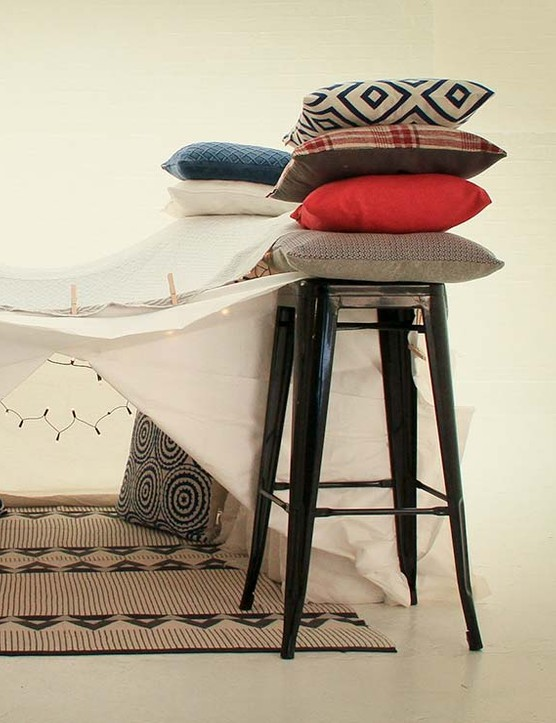 How to build the ultimate Insta-friendly pillow fort in less than 5 minutes!