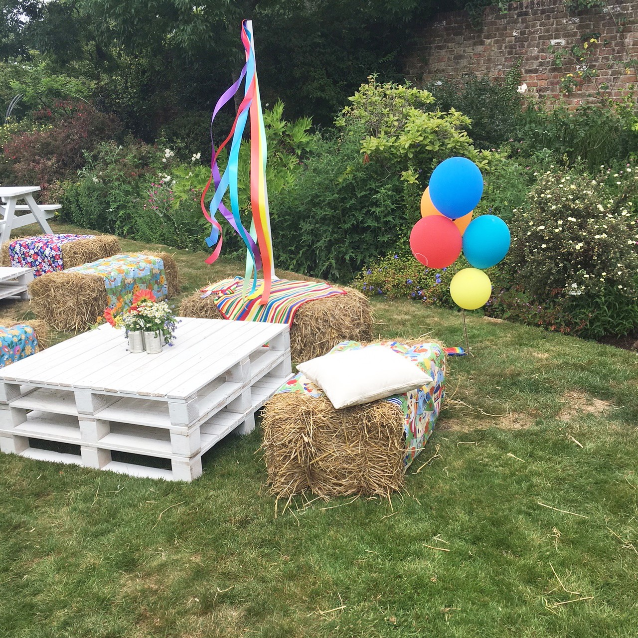 Jools and Jamie's stunning garden is ready to party