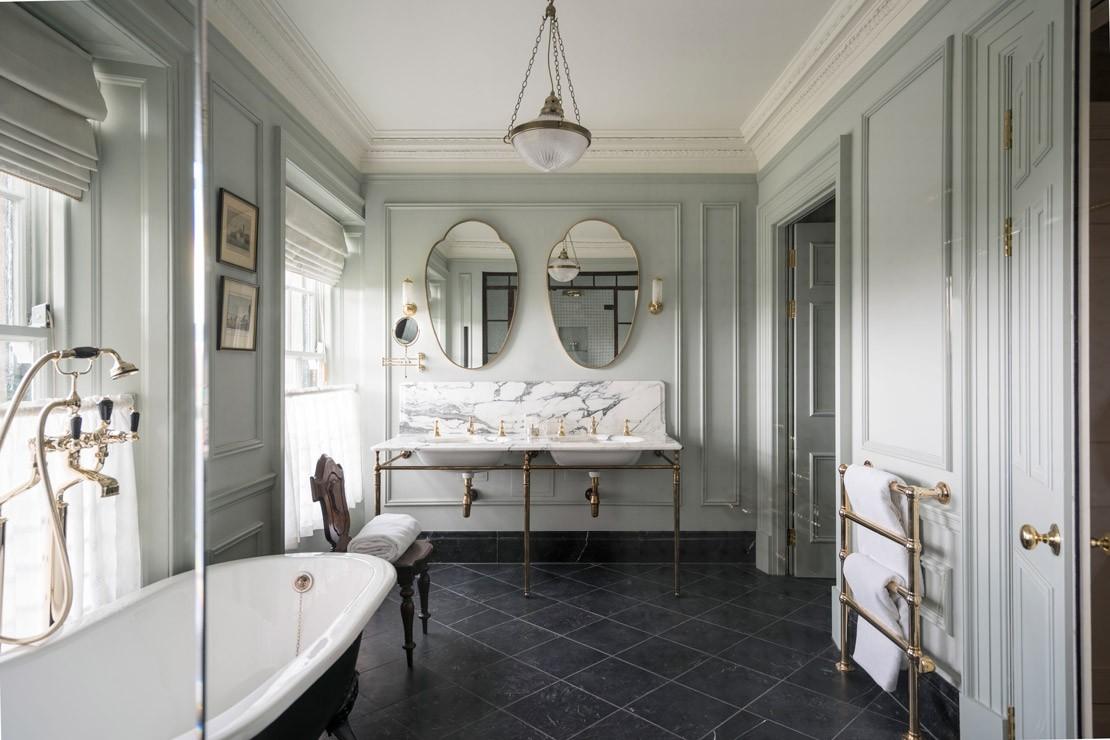 Royal-Lochnagar-Suite,-Bathroom-CROP