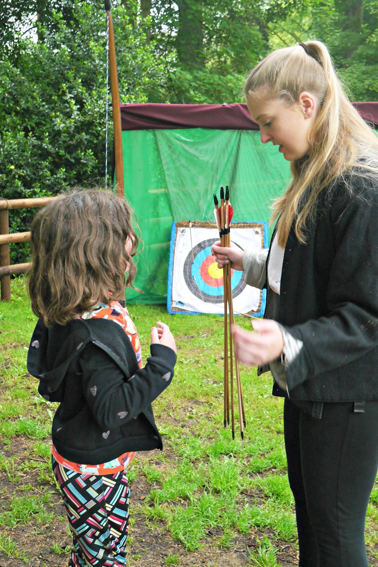 Warwick-Castle-glamping---archery-sessions