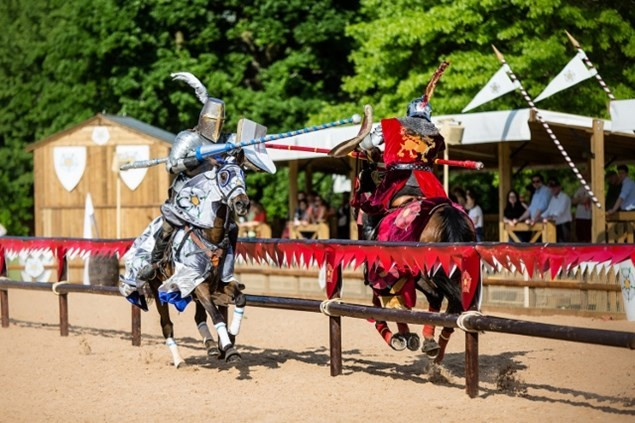 Knights jousting in War of the Roses Live at Warwick Castle.