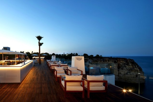 The Sky Bar offers a huge panorama - perfect for sunsets or sunrises
