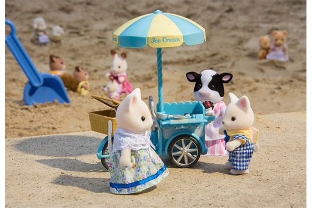 Anyone want some ice cream? Sylvanian Families has a stand to give your little animals a treat.
