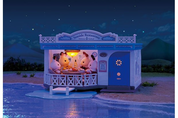 One of Sylvanian's newest models is the Seaside Restaurant, the perfect place for your little friends to gather and eat.