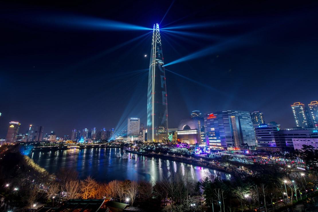 CROPLotte-World-Tower---the-highest-landmark-in-Seoul.-Picture-courtesy-of-the-Korean-Tourist-Organization.