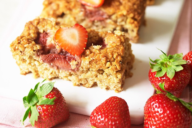 Strawberry and Caramel Oat Bars