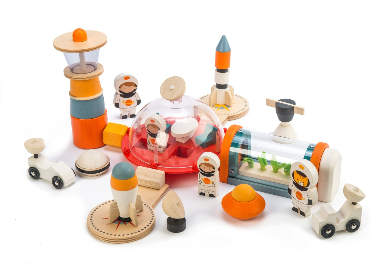 The Space Race: 50 out of this world buys for children
