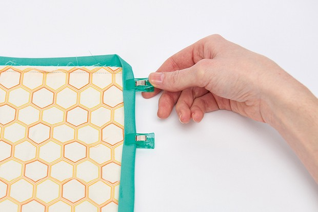 How to bind a quilt – the easy peasy guide to quilt edging