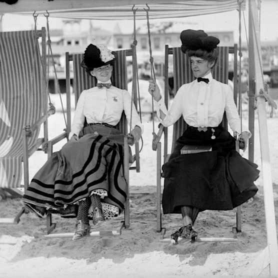 1900s-fashion-history-beach-style