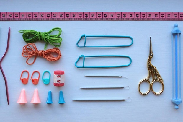 Essential knitting tools 437737d