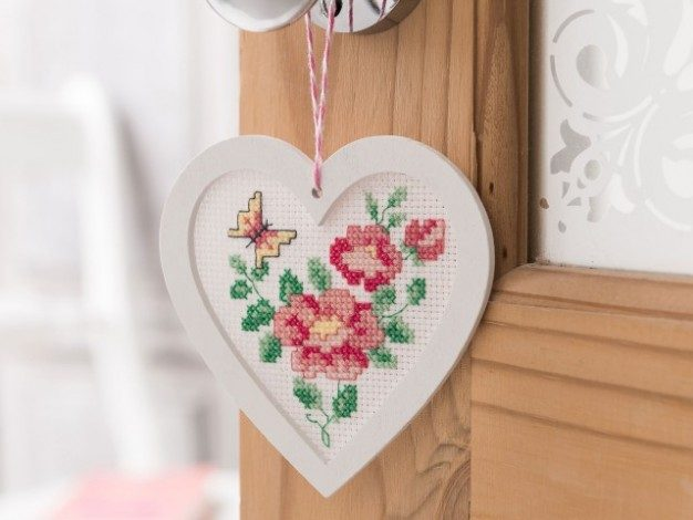 Stitch a flower heart hanging