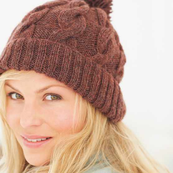 Free unisex cable hat pattern