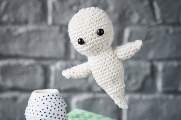 Grimm the ghost free amigurumi pattern | hookabee | 413x620
