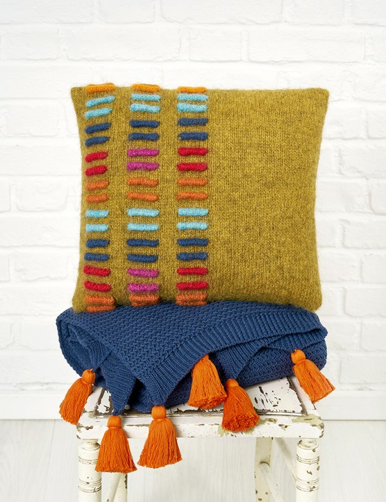 The Knitter 146 Pulse cushion