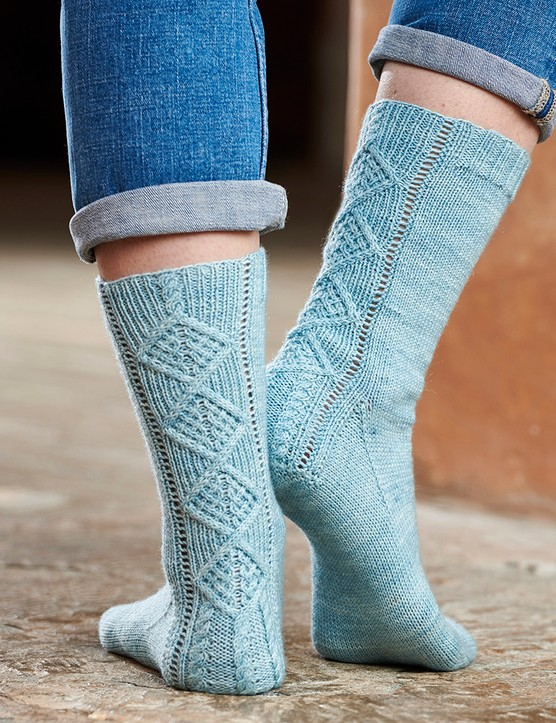The Knitter 163 cable socks