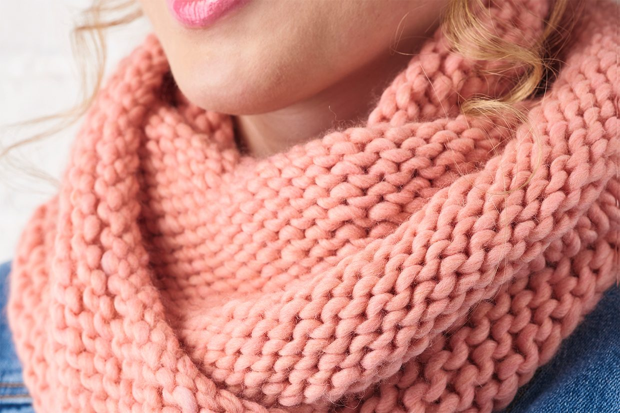Easy scarf knitting patterns: Garter stitch cowl