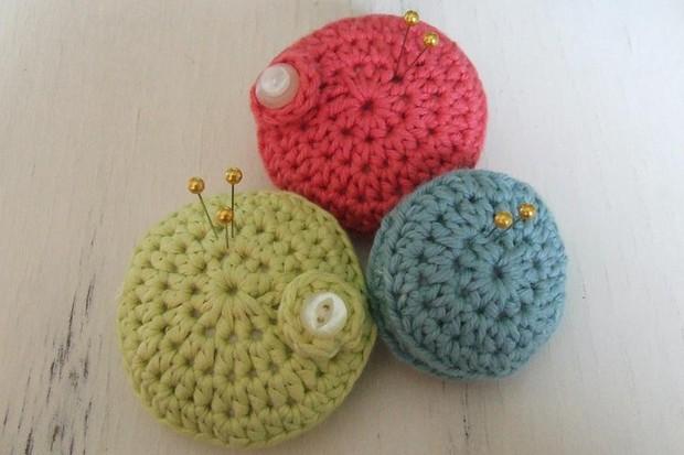 How to crochet a pin cushion