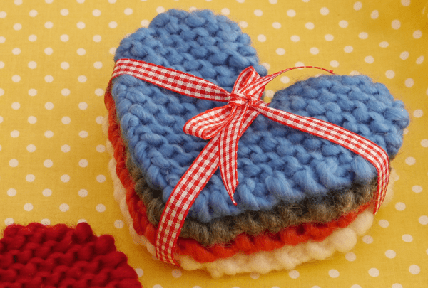 How to knit a heart coaster