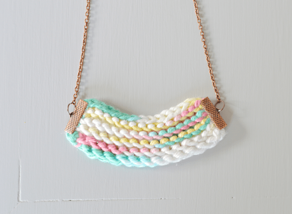How to make a knitted necklace