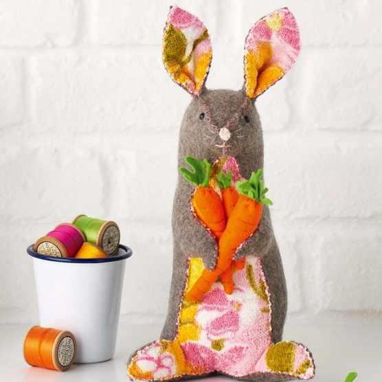 How to stitch a felt rabbit