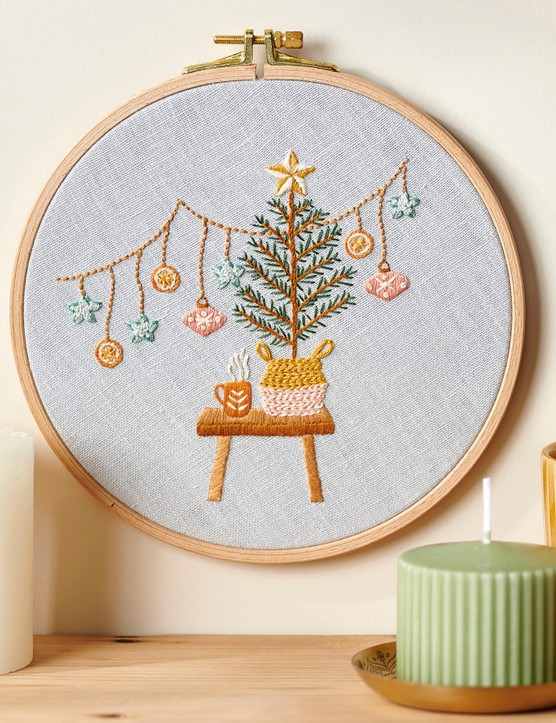 Christmas eve hoop from Love Embroidery issue 19