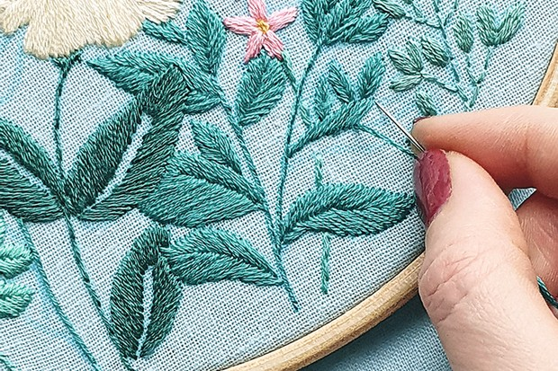 bumble bee embroidery step 12