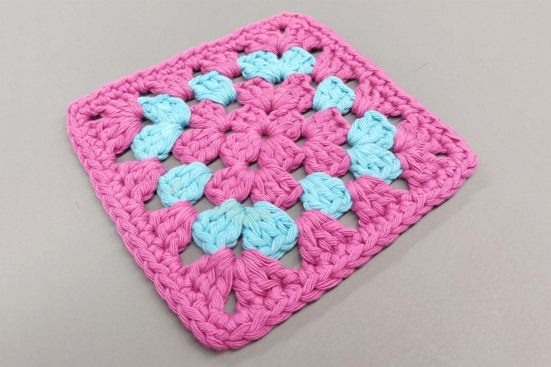 How to make a crochet granny square