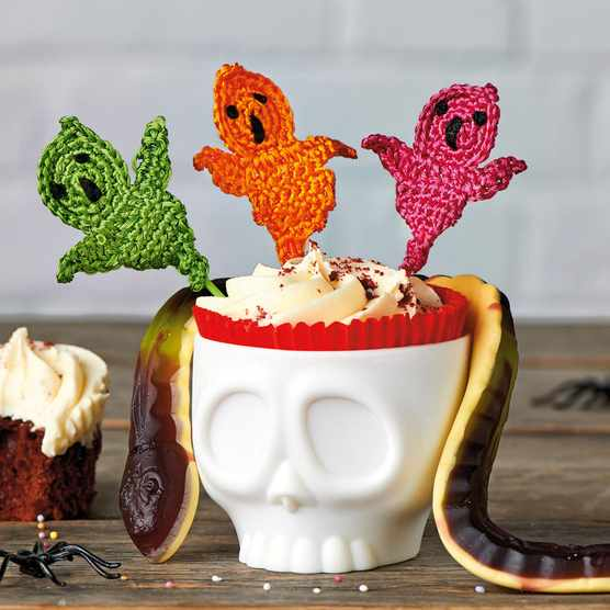 Free_crochet_ghost_motif_cake_toppers