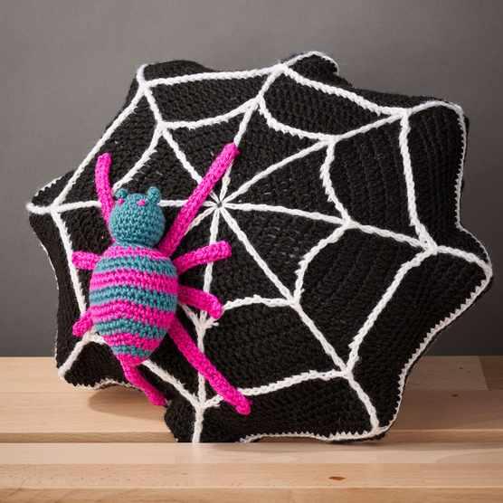 Free_spider_cushion_crochet_pattern_header