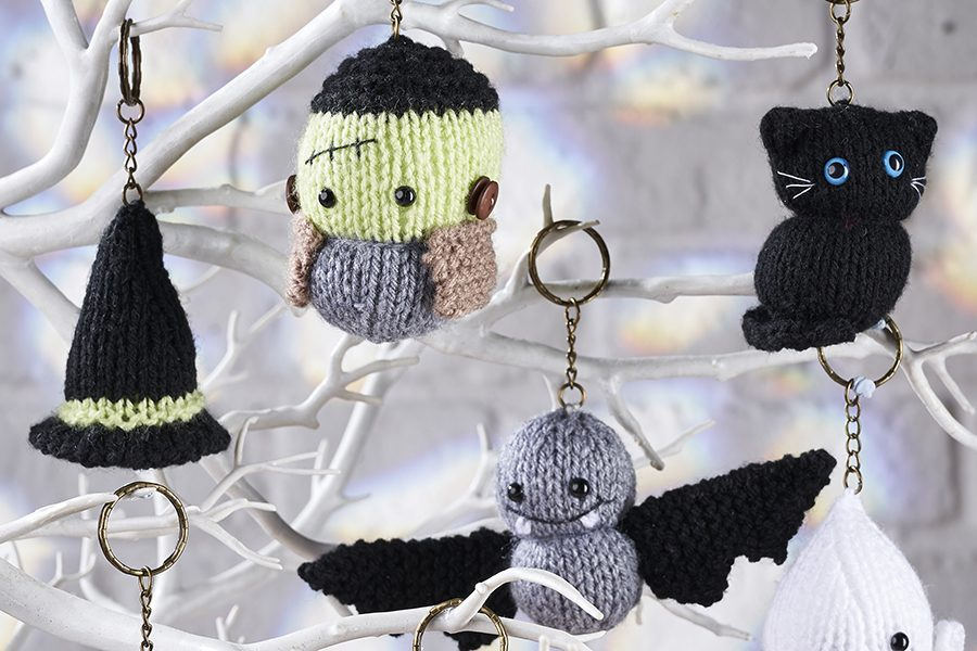 Halloween knitting patterns: 4 knitted Halloween decorations