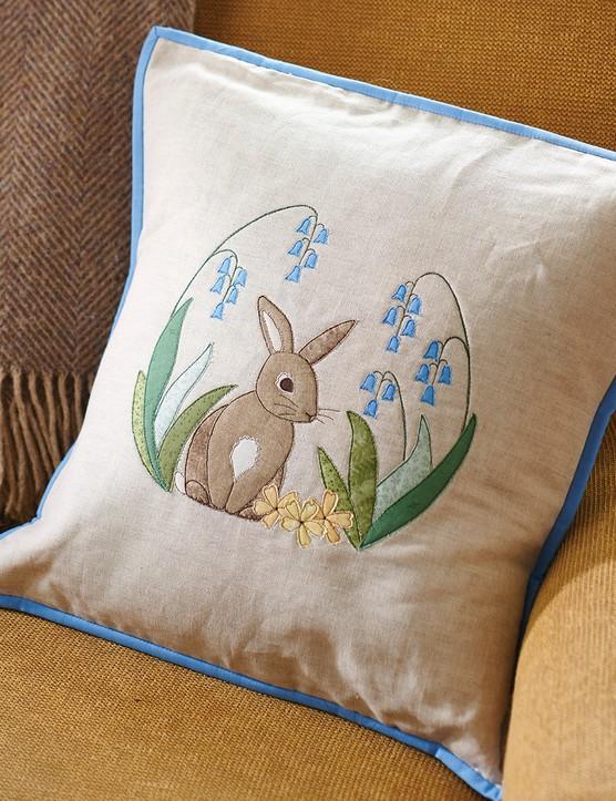 Applique Hare cushion