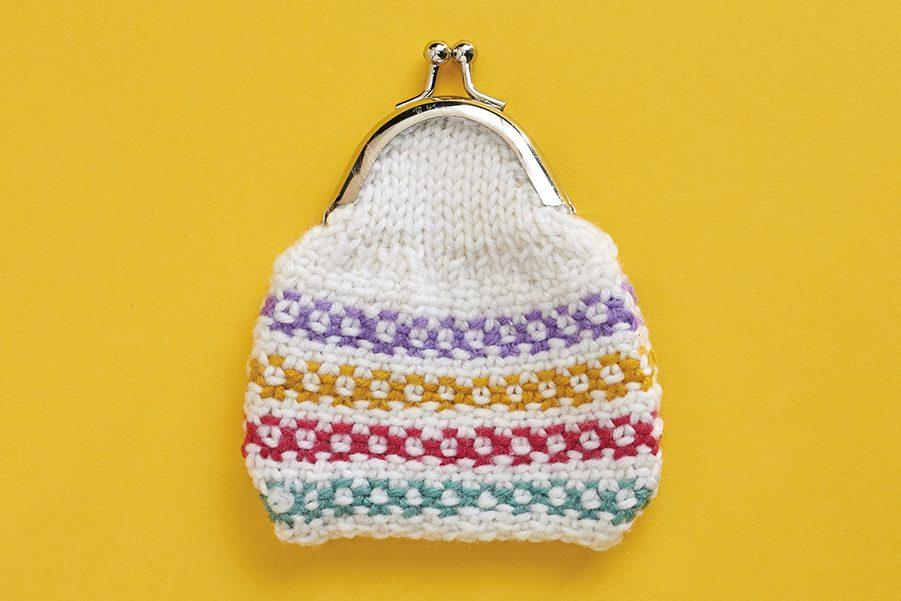 Linen stitch knitting pattern: knitted purse