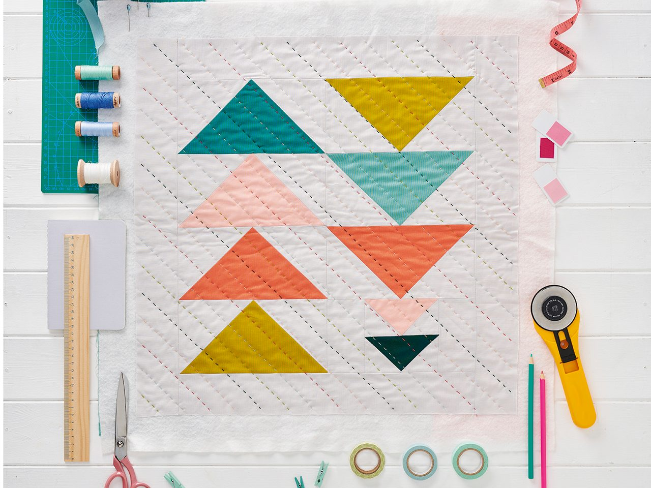 How to make a quilt by hand – your guide to quilting without a sewing machine