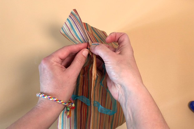How to make gift bags out of wrapping paper
