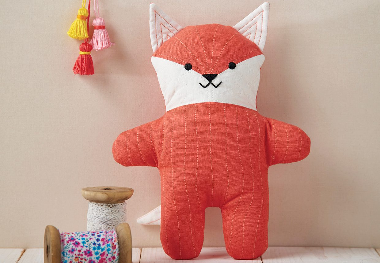 Free fox sewing pattern – How to sew a fox plush toy