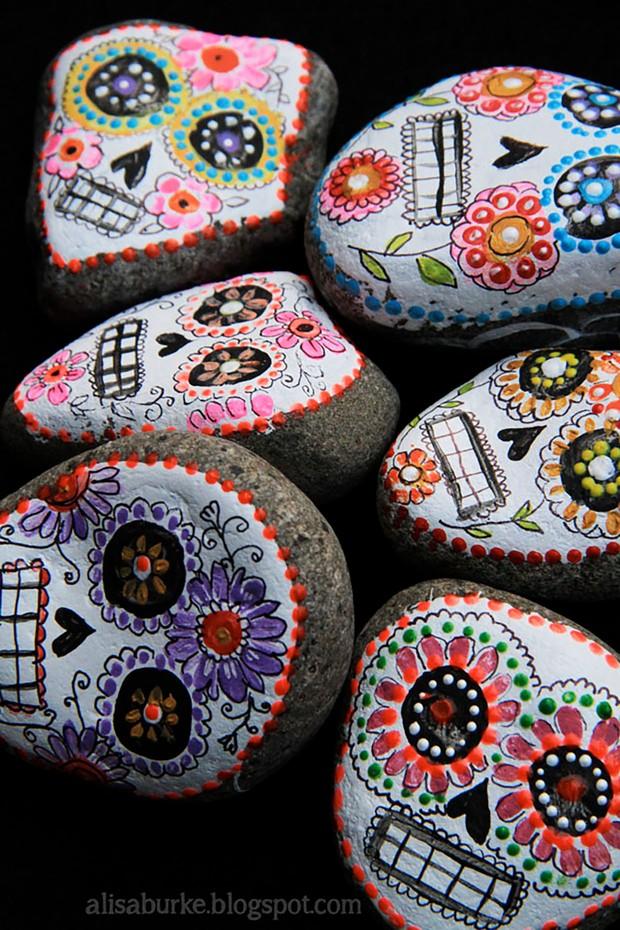 Halloween rock painting ideas – sugar skulls