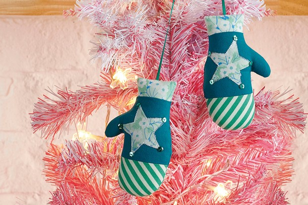 How to make mitten tree decorations