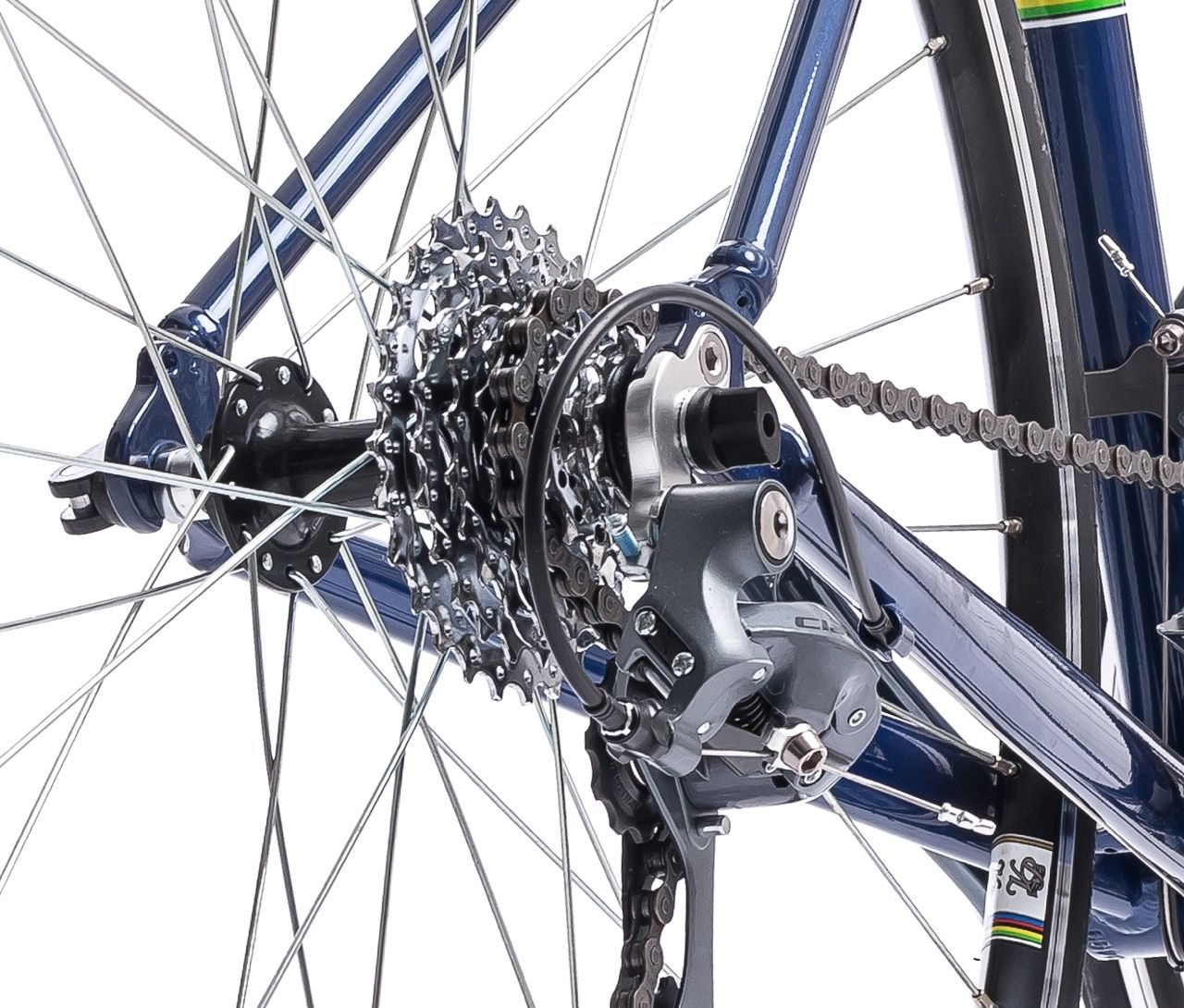 The eight-speed SRAM cassette gives a total of 16 gearing options on the Initial