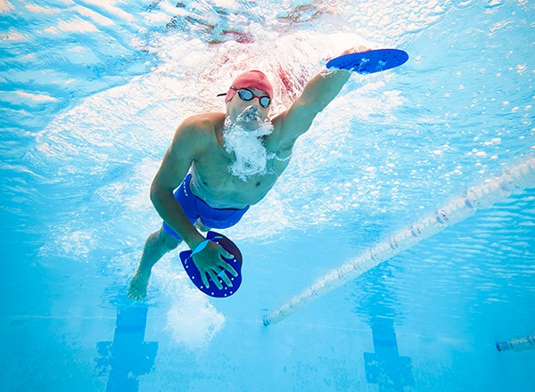 Swimming with paddles: a training session to develop power