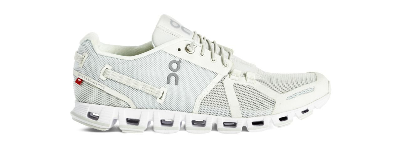 On Cloud Christmas edition run shoes (white)