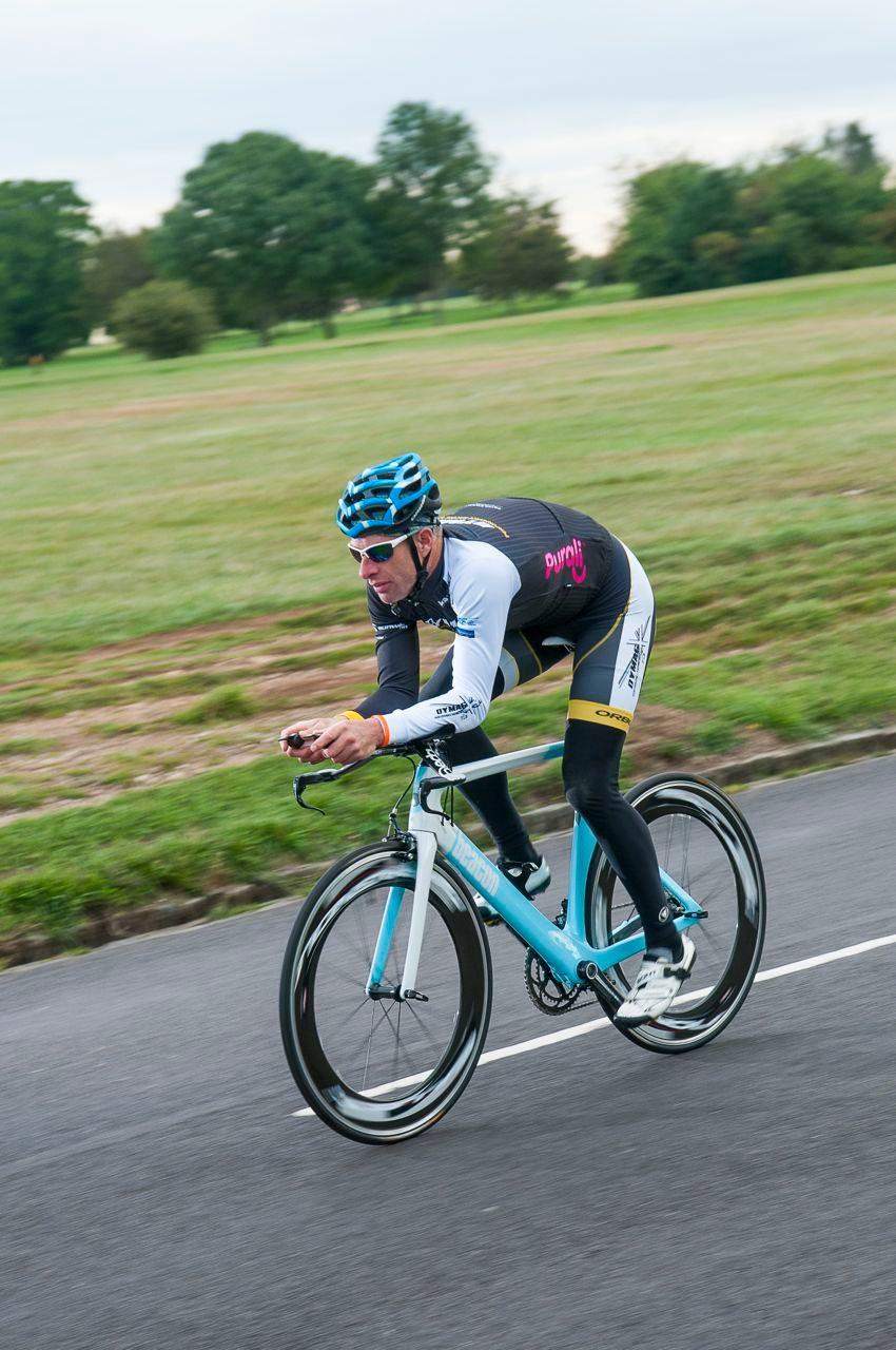 220's test rider on Beacon B_55 tri bike