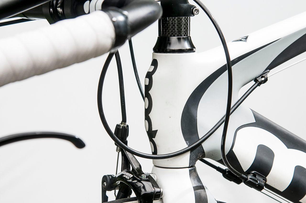 Bulging head tube on Moda Sharp Carbon tri bike