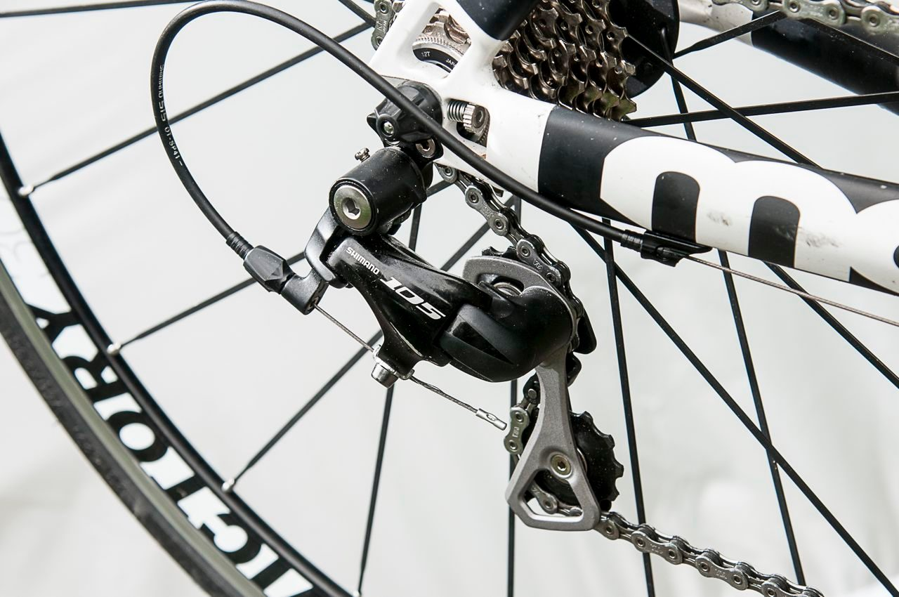The groupset on Moda's Sharp Carbon tri bike is a mix of Shimano 105, Dura-Ace and Ultegra