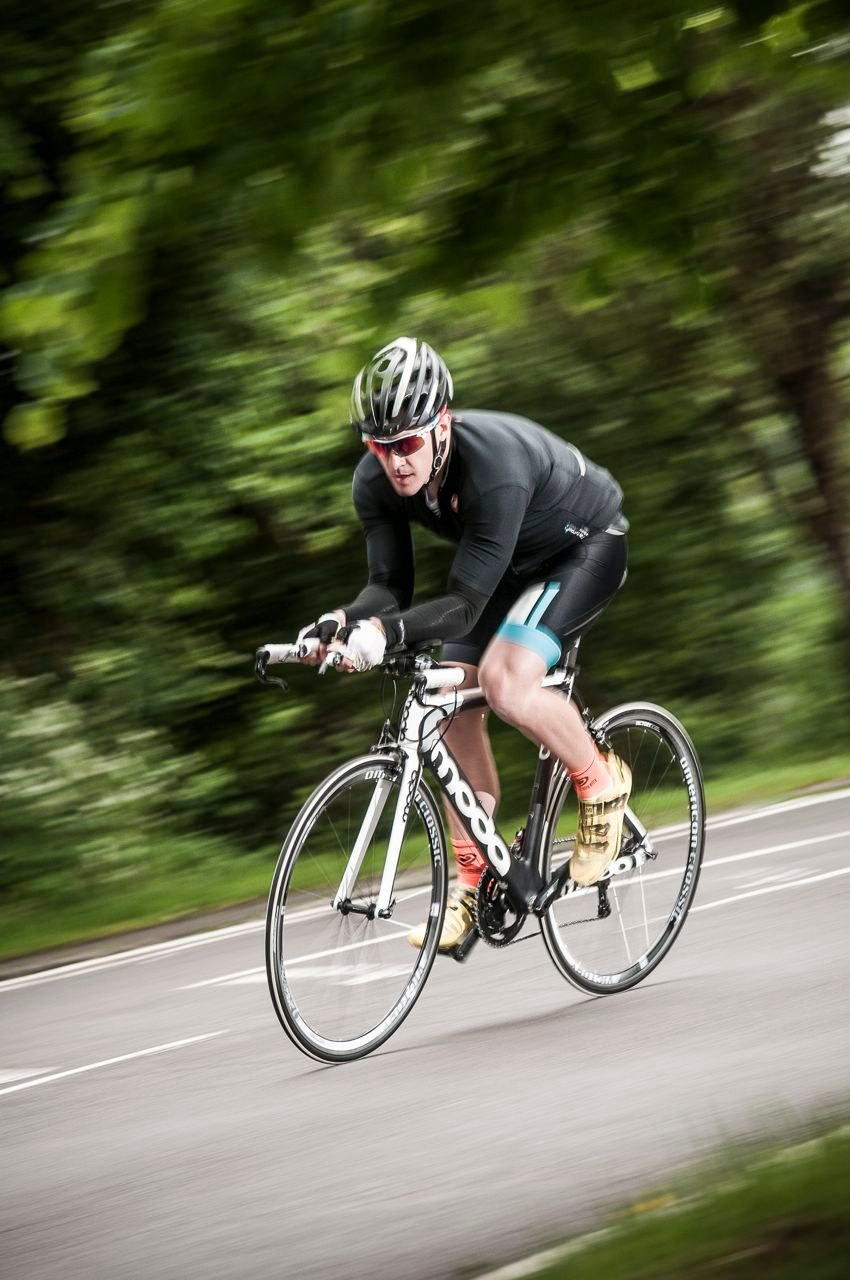 220's tester out riding the Moda Sharp Carbon tri bike