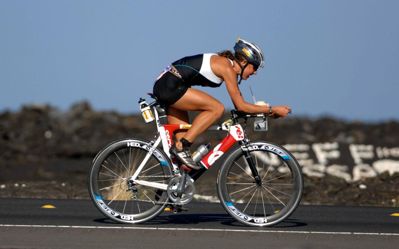 Chrissie Wellington on the bike at Kona