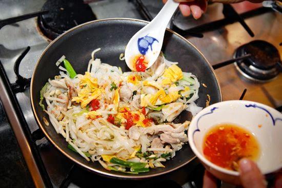 Pad Thai noodles step 4
