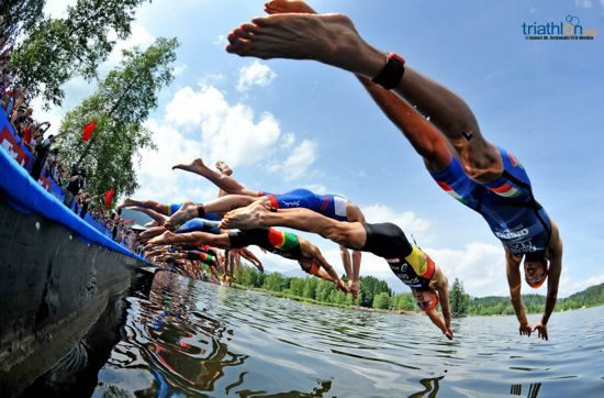Athletes diving into the water in Kitzbühel