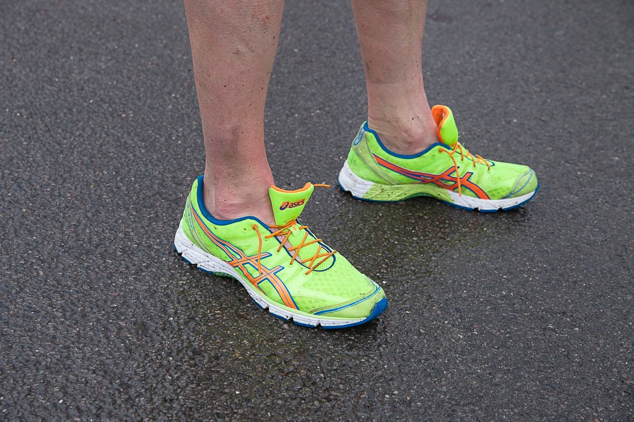 Triathlete wearing trainers without elastic laces